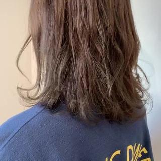 カーキアッシュ ガーリー ミディアム 透明感カラー ヘアスタイルや髪型の写真・画像