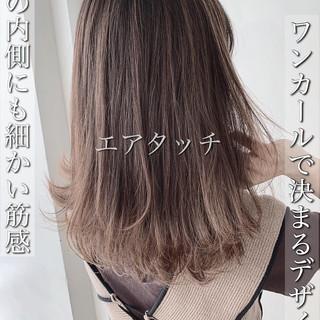 ハイライト グレージュ ナチュラル バレイヤージュ ヘアスタイルや髪型の写真・画像