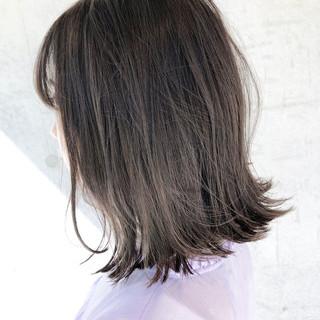 アンニュイほつれヘア ミディアム アッシュベージュ 切りっぱなしボブ ヘアスタイルや髪型の写真・画像