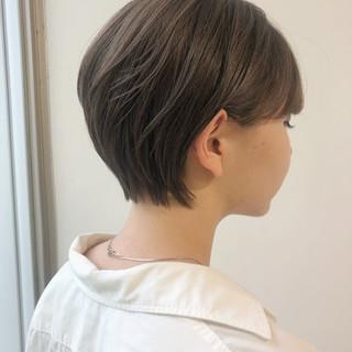 小顔ショート オフィス ショートボブ ナチュラル ヘアスタイルや髪型の写真・画像