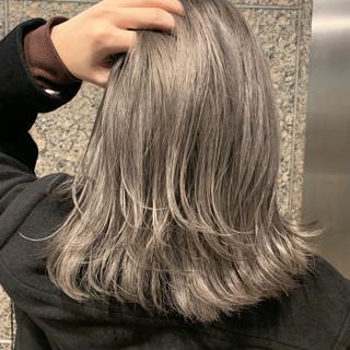 ハイライト グラデーションカラー アッシュグレージュ 外ハネボブ ヘアスタイルや髪型の写真・画像