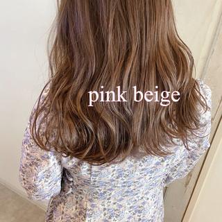 ピンクアッシュ セミロング ブリーチなし ピンクベージュ ヘアスタイルや髪型の写真・画像