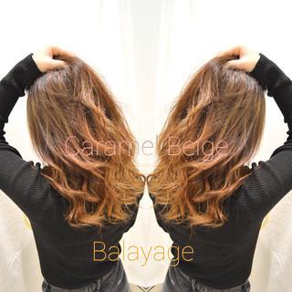バレイヤージュ グラデーションカラー ベージュ ナチュラルベージュ ヘアスタイルや髪型の写真・画像