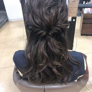 くるりんぱ セミロング ヘアアレンジ ハーフアップ ヘアスタイルや髪型の写真・画像 ヘアスタイルや髪型の写真・画像