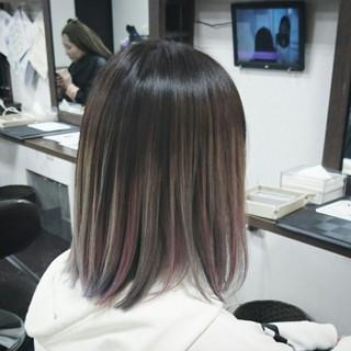 インナーカラー グラデーションカラー グレージュ ハイライト ヘアスタイルや髪型の写真・画像