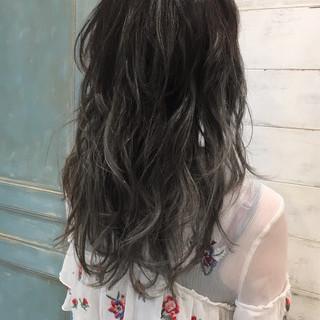 グレージュ ナチュラル グラデーションカラー セミロング ヘアスタイルや髪型の写真・画像
