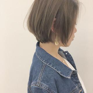オフィス グレージュ 透明感 ショート ヘアスタイルや髪型の写真・画像