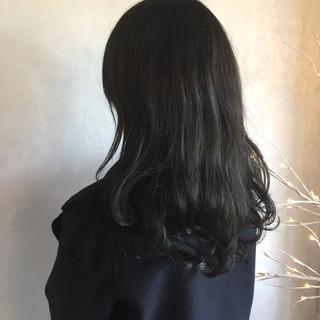 ロング 透明感 アンニュイほつれヘア モード ヘアスタイルや髪型の写真・画像 ヘアスタイルや髪型の写真・画像