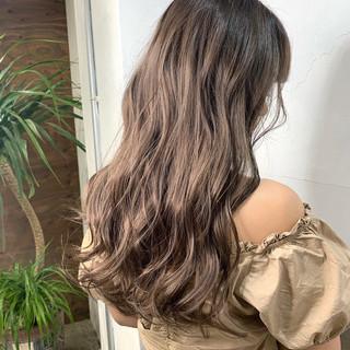 アッシュベージュ ブリーチ アッシュ エレガント ヘアスタイルや髪型の写真・画像