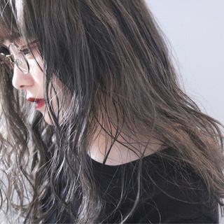 グレージュ アンニュイほつれヘア アッシュグレージュ ロング ヘアスタイルや髪型の写真・画像