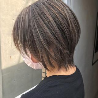 ショート ナチュラル アッシュグレージュ 色気 ヘアスタイルや髪型の写真・画像