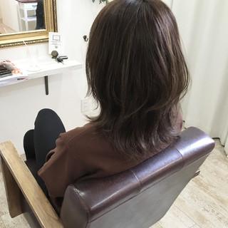 外国人風カラー アッシュグレージュ 外ハネ ミディアム ヘアスタイルや髪型の写真・画像