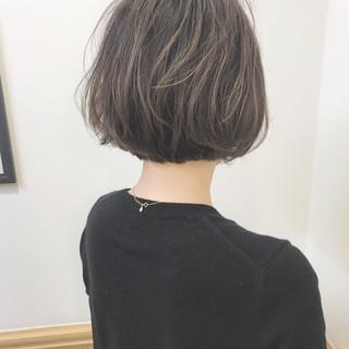 ナチュラル アンニュイ オフィス ハイライト ヘアスタイルや髪型の写真・画像