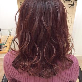 デート ラズベリーピンク ガーリー セミロング ヘアスタイルや髪型の写真・画像