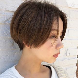 ハンサムショート ショート 簡単スタイリング カーキ ヘアスタイルや髪型の写真・画像