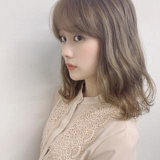 透明感カラー ナチュラル セミロング ハイライト ヘアスタイルや髪型の写真・画像 ヘアスタイルや髪型の写真・画像