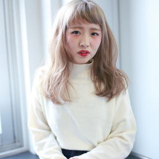 外国人風 ベージュ ゆるふわ フェミニン ヘアスタイルや髪型の写真・画像 ヘアスタイルや髪型の写真・画像