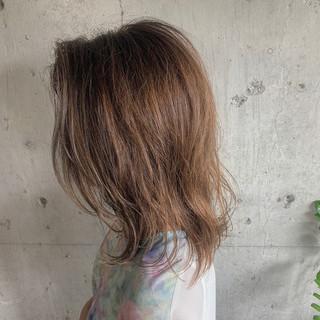 コテ巻き ミディアム 簡単ヘアアレンジ デート ヘアスタイルや髪型の写真・画像