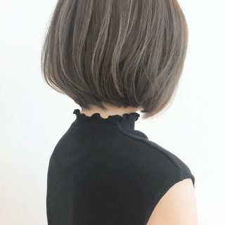 大人グラボブ アッシュグレー 大人かわいい オフィス ヘアスタイルや髪型の写真・画像