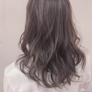 ロング ヘアアレンジ グレージュ 外国人風 ヘアスタイルや髪型の写真・画像