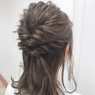 フェミニン ミルクティー ヘアアレンジ セルフアレンジ ヘアスタイルや髪型の写真・画像