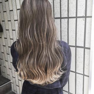 ロング デート オフィス グレージュ ヘアスタイルや髪型の写真・画像