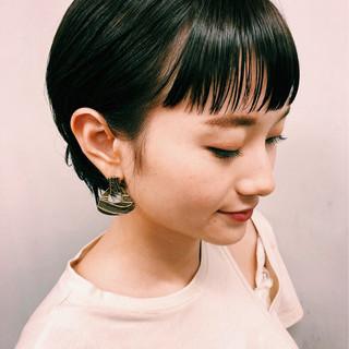 ナチュラル ストレート モード ショート ヘアスタイルや髪型の写真・画像