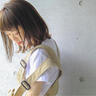 デート ナチュラル 前髪パーマ アンニュイ ヘアスタイルや髪型の写真・画像
