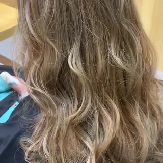 ブリーチカラー 外国人風カラー ミルクグレージュ ロング ヘアスタイルや髪型の写真・画像