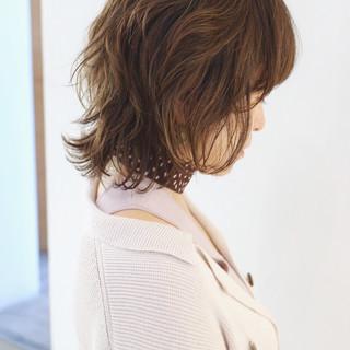 グラデーションカラー ミディアム ウルフカット ナチュラル ヘアスタイルや髪型の写真・画像