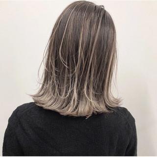 エレガント グレージュ ミルクティーベージュ バレイヤージュ ヘアスタイルや髪型の写真・画像
