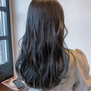 ハイライト 波巻き ネイビーブルー ロング ヘアスタイルや髪型の写真・画像