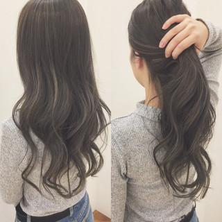 秋 グレージュ 透明感 ハイライト ヘアスタイルや髪型の写真・画像
