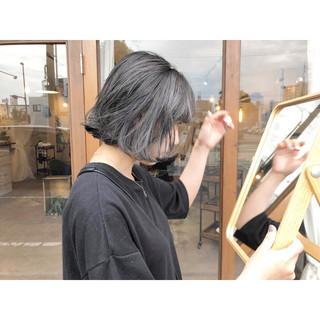 切りっぱなしボブ イルミナカラー グレージュ アッシュグレー ヘアスタイルや髪型の写真・画像