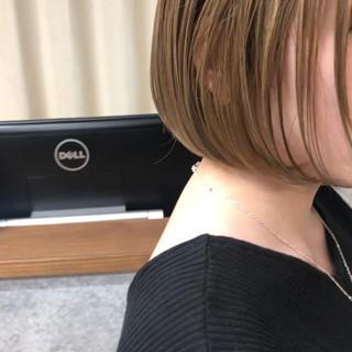 大人ショート ミニボブ 切りっぱなしボブ 縮毛矯正 ヘアスタイルや髪型の写真・画像