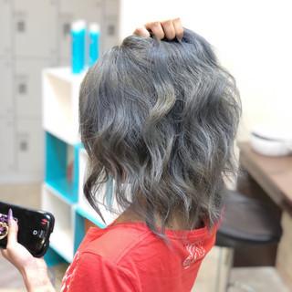 ヘアアレンジ アッシュグレージュ ストリート ミディアム ヘアスタイルや髪型の写真・画像 ヘアスタイルや髪型の写真・画像