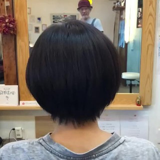 小顔ヘア ツヤツヤ ナチュラル ショート ヘアスタイルや髪型の写真・画像