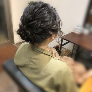 ねじり アップ ミディアム フェミニン ヘアスタイルや髪型の写真・画像 ヘアスタイルや髪型の写真・画像