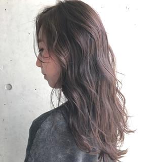 グレージュ ラベンダー ハイライト ロング ヘアスタイルや髪型の写真・画像