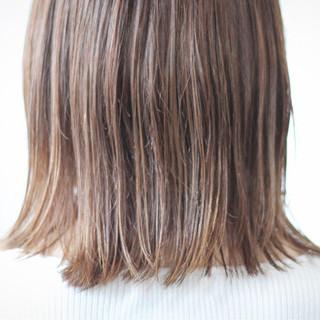ベージュ セミロング シアーベージュ ヌーディベージュ ヘアスタイルや髪型の写真・画像