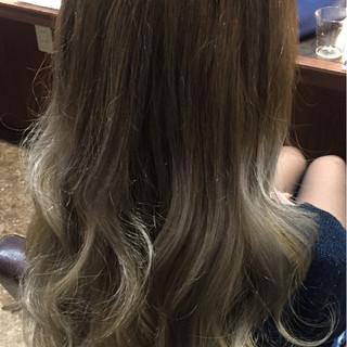 グレージュ ホワイト グラデーションカラー ガーリー ヘアスタイルや髪型の写真・画像