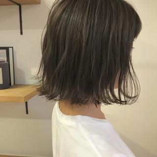 ナチュラル 切りっぱなし ハイライト 秋 ヘアスタイルや髪型の写真・画像