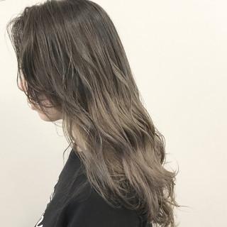 ロブ ガーリー グレージュ ロング ヘアスタイルや髪型の写真・画像