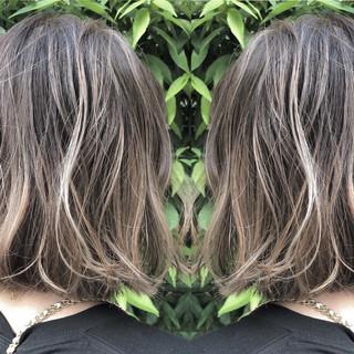 グレージュ グラデーションカラー ボブ 透明感 ヘアスタイルや髪型の写真・画像