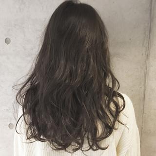 暗髪 ゆるふわ アッシュ ナチュラル ヘアスタイルや髪型の写真・画像