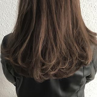 外国人風 セミロング ナチュラル ハイライト ヘアスタイルや髪型の写真・画像
