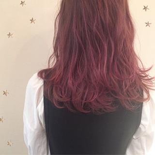 セミロング ストリート ピンク ゆるふわ ヘアスタイルや髪型の写真・画像