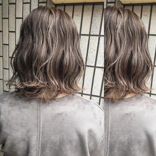 ストリート ハイライト アッシュベージュ グレージュ ヘアスタイルや髪型の写真・画像