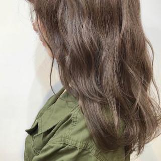 透明感カラー ミルクティーベージュ セミロング フェミニン ヘアスタイルや髪型の写真・画像