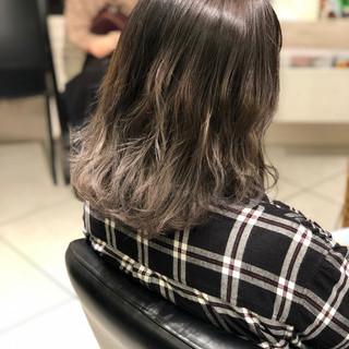 エレガント ミディアム バレイヤージュ 外国人風カラー ヘアスタイルや髪型の写真・画像